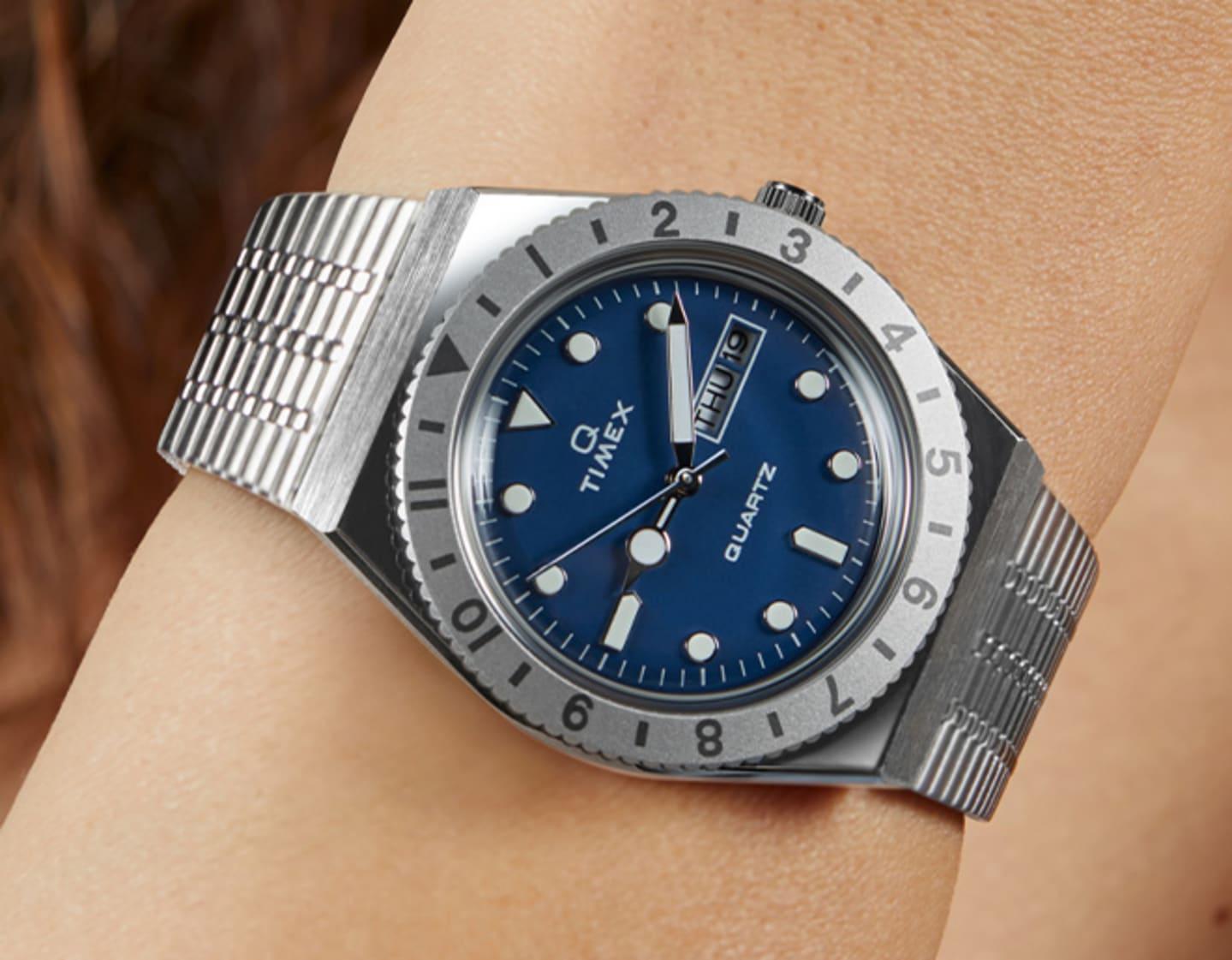 Femmes portant une montre Milano.